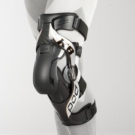 POD K8 Knee Protection Left Carbon