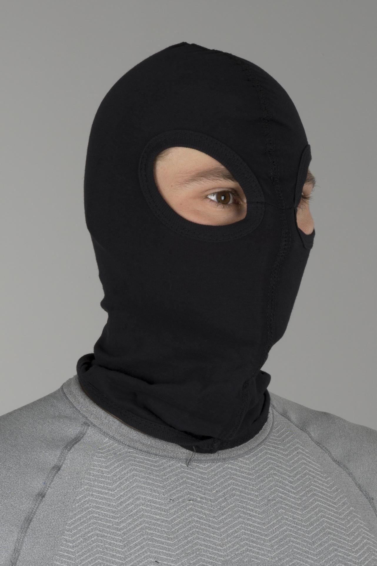Zdarma černá kukla s kapucí