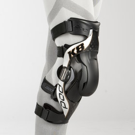 POD K8 Knee Protection Right Carbon