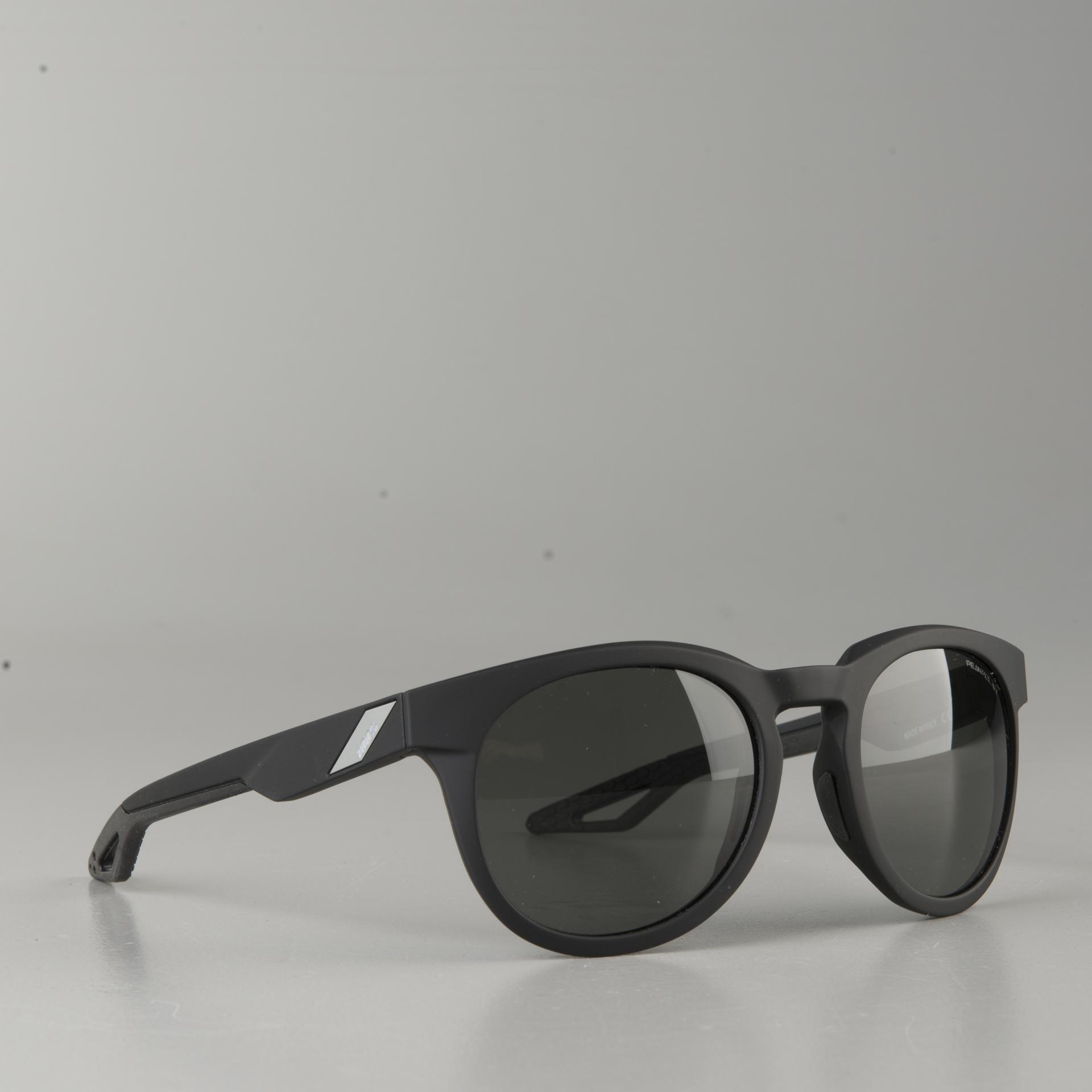 Lunettes de soleil TR90 avec monture grise et verre noirs